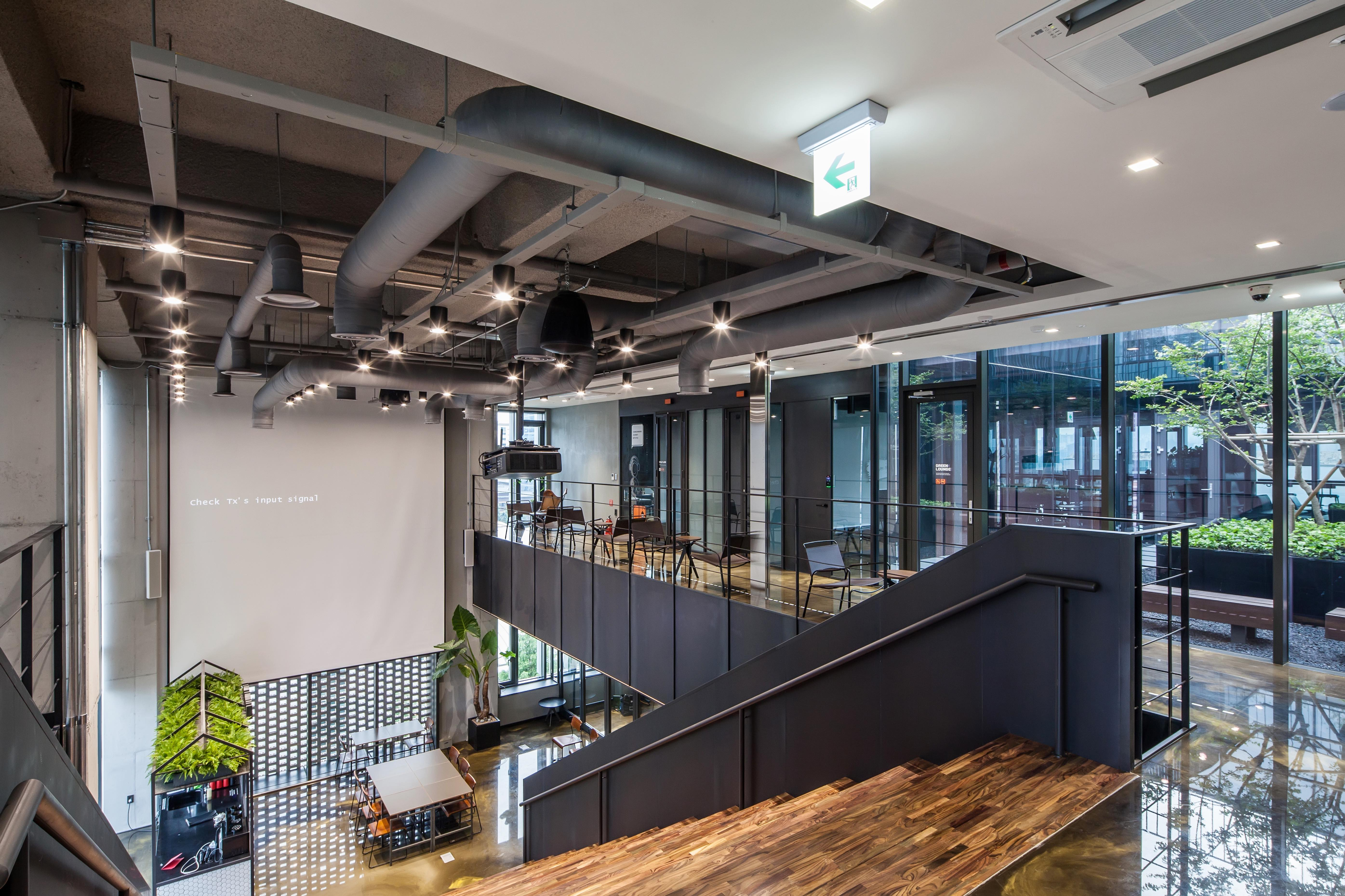 The areas between one floor and another at co-working space HeyGround are designed to foster interaction between users of the space. (Photo: Root Impact)