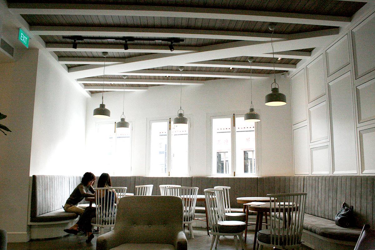 The Coの共有スペース。白壁基調の明るいスペースが魅力。